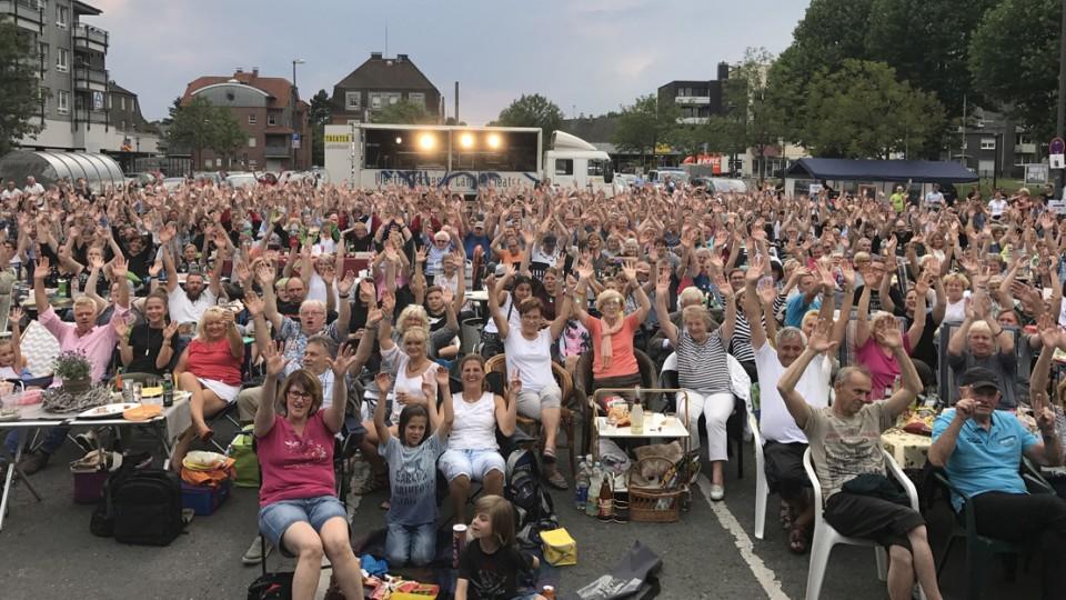 Menschenmenge bei einer Open Air Veranstaltung