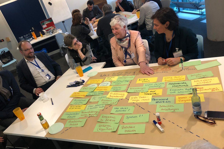 Diskussion bei der Zukunftswerkstatt zum Thema 'Digitale Souveränität älterer Menschen'